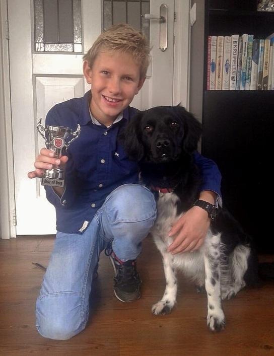 Tjibbe beker. Diploma E.G. samen met nog een hond!
